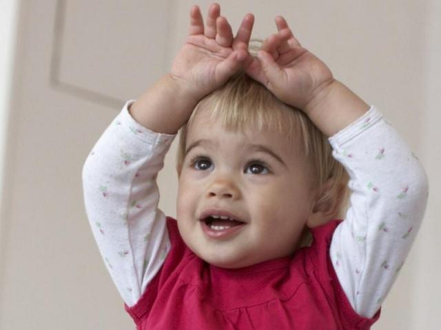zeichensprache-fuer-babys_dpa55d30a66d71324459809